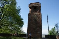 Der Bismarckturm erwartet in der Morgensonne die erste Öffnung im Jahr 2019.