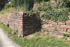 Eine vorbildlich gesetzte Trockenmauer mit freistehender Ecke.